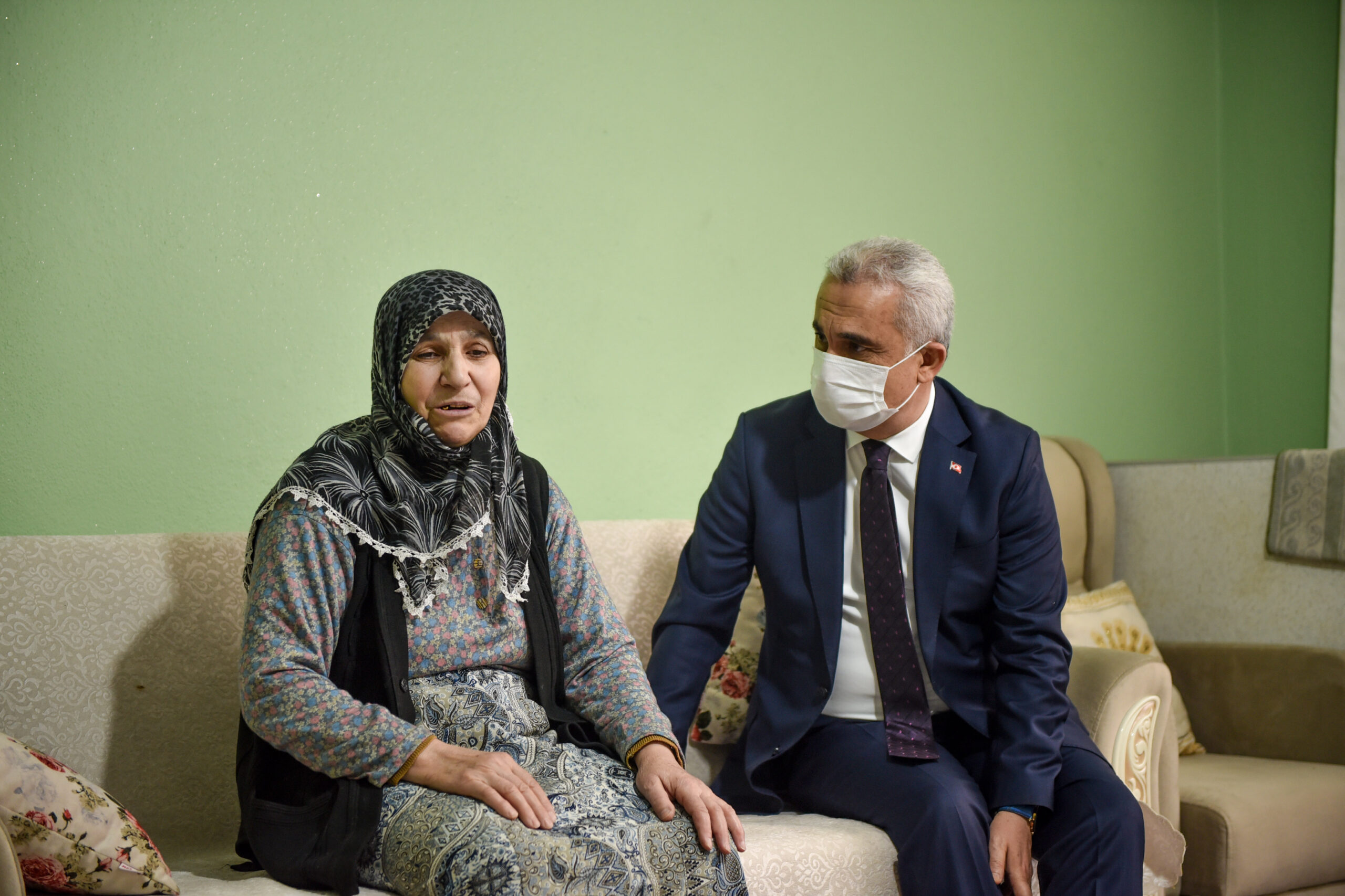 -GATA'da tedavi gören yaralı askerin ailesine ziyaret