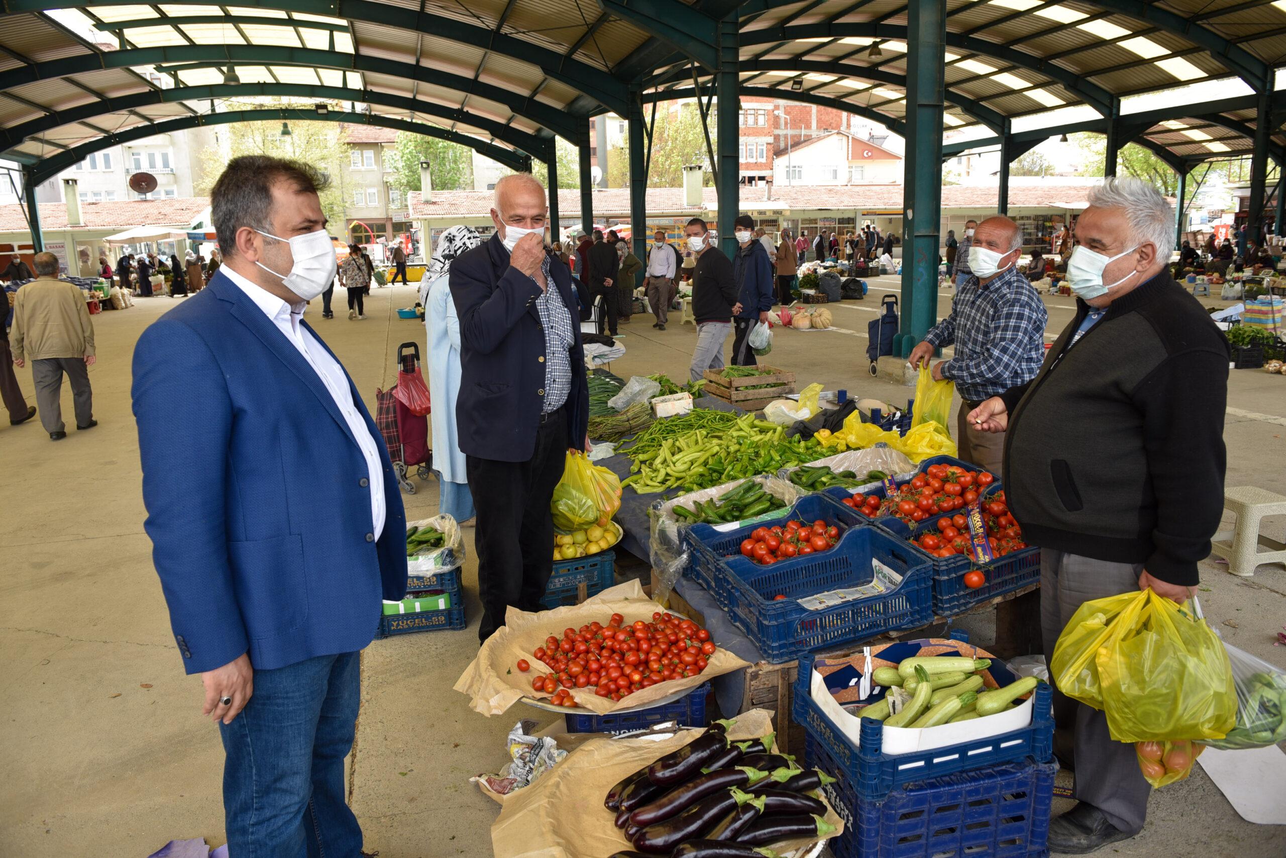 Belediye Başkanı Çatal, Halk Pazarını Ziyaret Etti