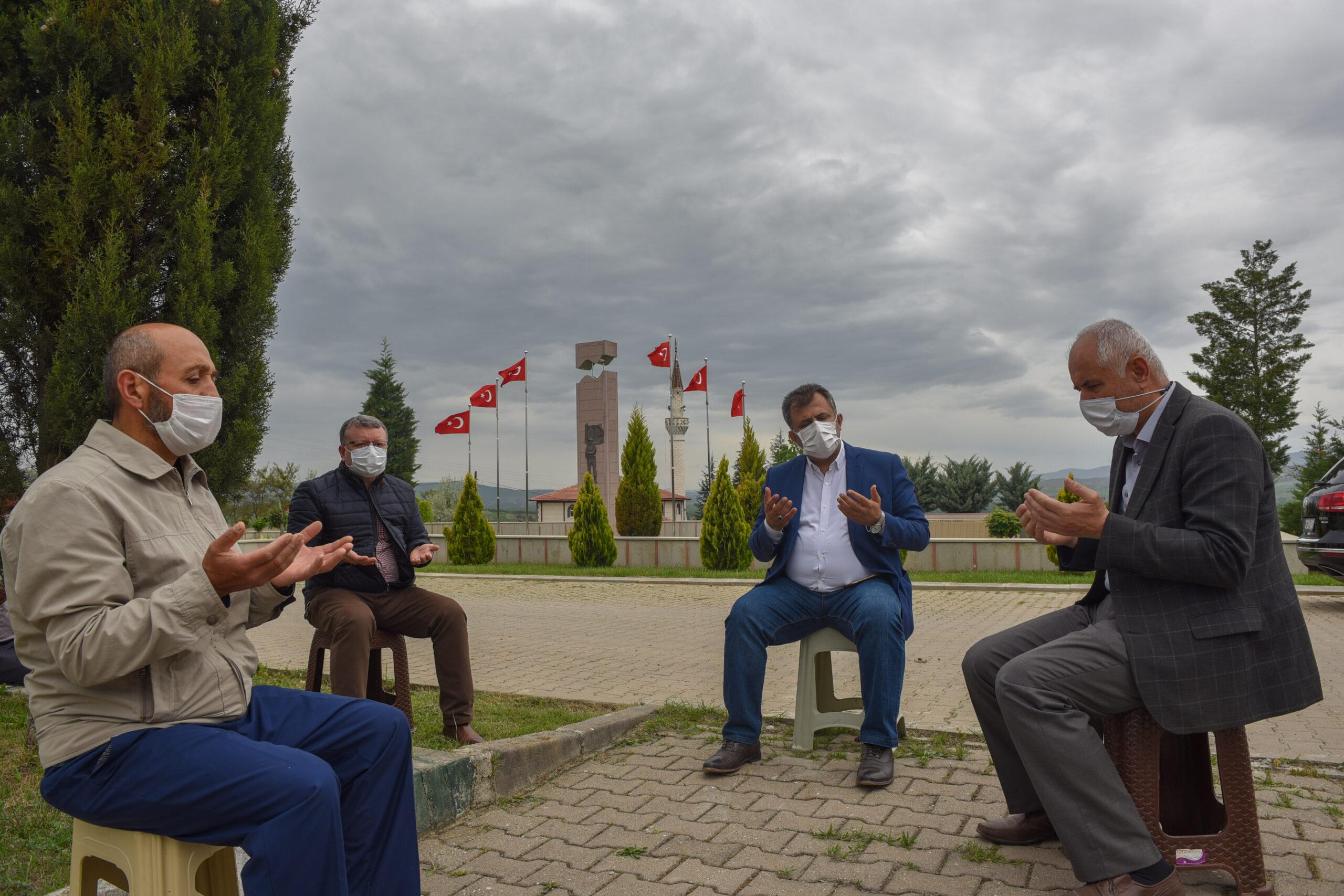 Taşköprü Belediyesi, ziyaretçisiz kalan kabristanlıklarda Kuran-ı Kerim tilaveti okuttu
