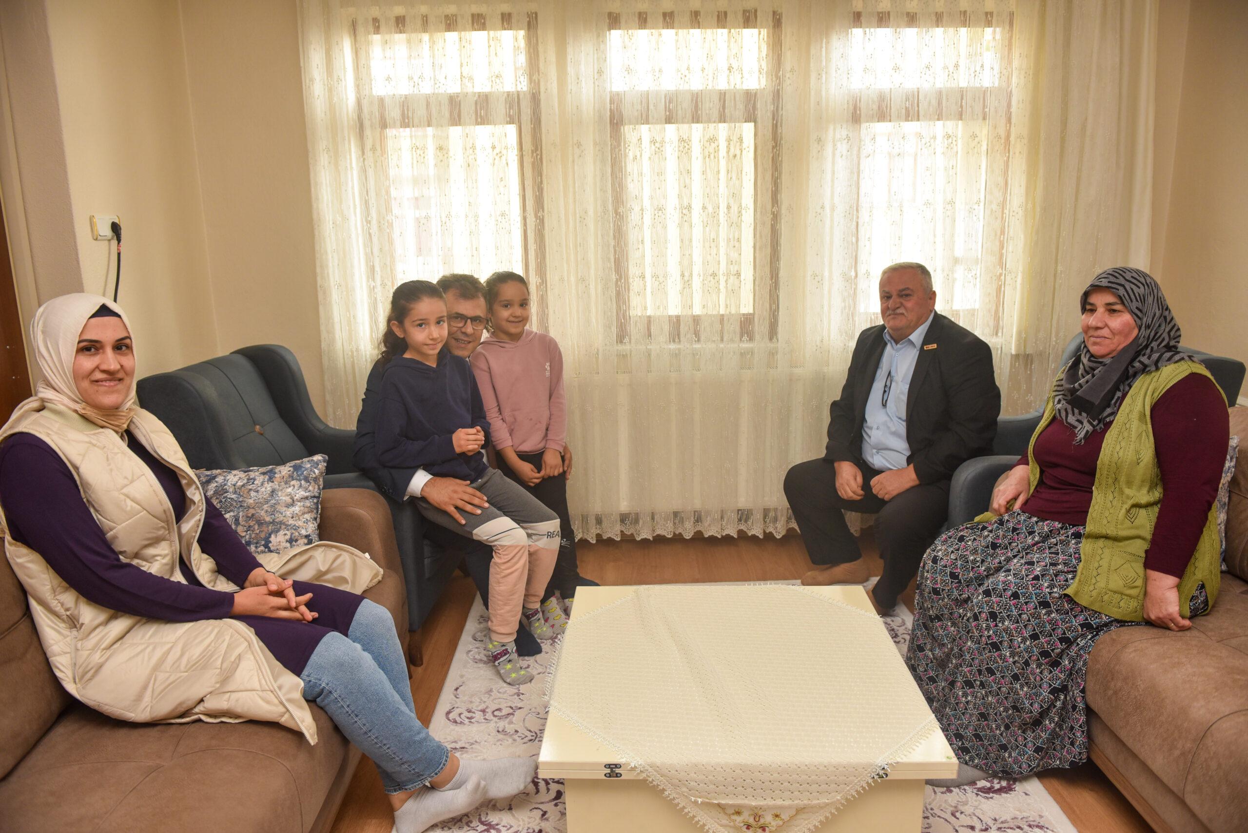 Başkan Çatal, Şehit Hüseyin Ateş'in Baba Ocağını ziyaret etti