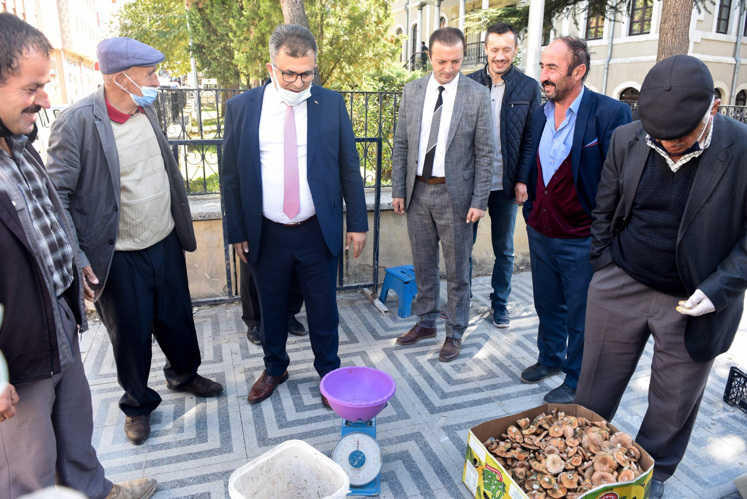 Başkan Çatal, mantar satıcılarıyla bir araya geldi